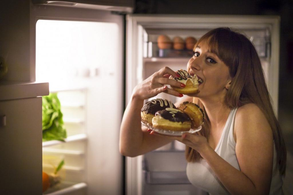 A woman eating unhealthy food from the fridge because her own thoughts make her fat. She needs hypnosis for weight loss.