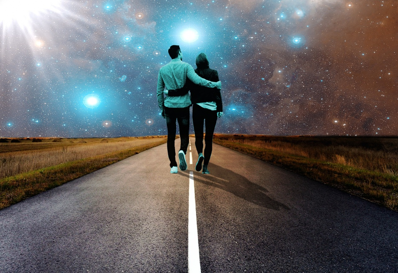 Two people walking towards the same direction, illustrating a good connection through spiritual life coaching and therapy.